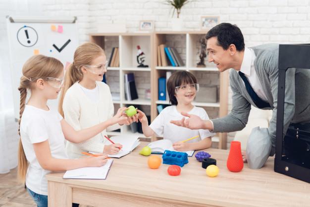 children-print-different-items-3d-printer-with-teacher_85574-1307